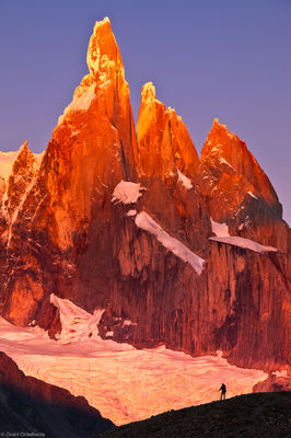 Cerro, torre, scale, el chalten, argentina, hiker, watches, sunrise, massive, peaks, egger, standhardt