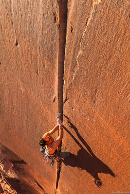 supercrack, climbing, famous, 5.10, indian, creek, utah, adventure, cam, placing
