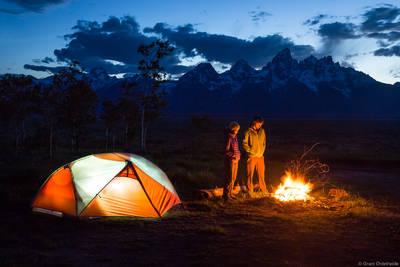 teton, summers, grand, national, park, wyoming, usa, friends, enjoying, fire, camp
