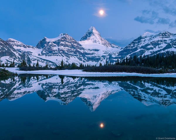 assiniboine, moon, tarn, reflection, british columbia, provincial park