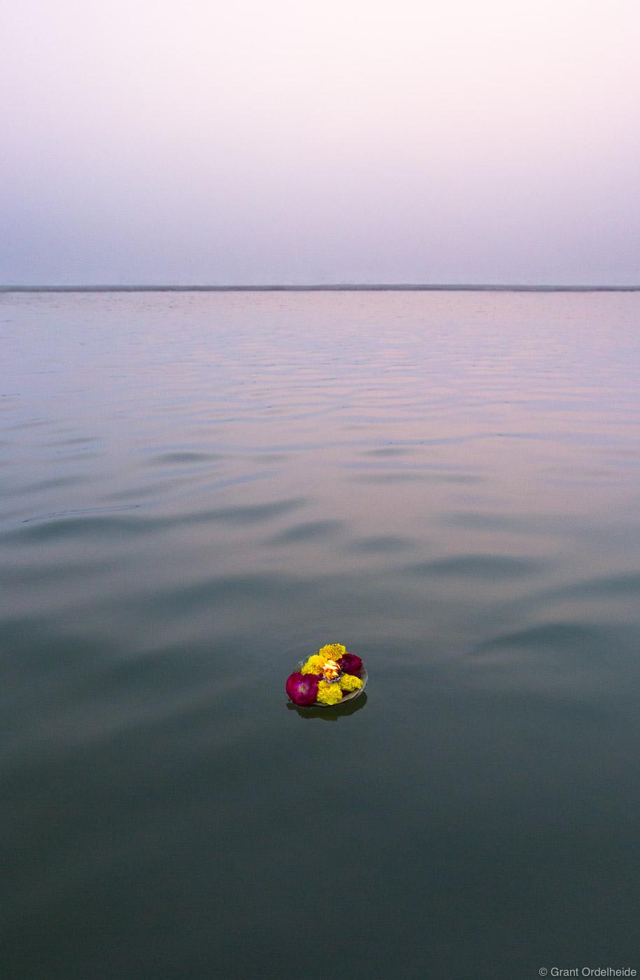 single, prayer, candle, floats, holy, ganges, river, varanasi, india, photo