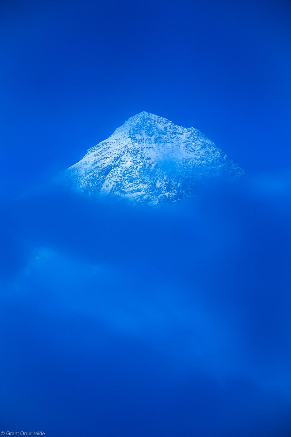 mount, everest, sagarmatha, national park, himalaya, nepal, highest, point, earth, emerges, fog, late, night, iconic, photo