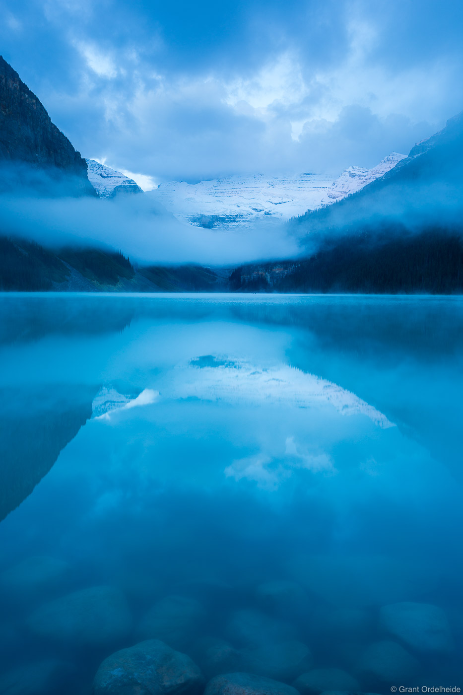 lake, louise, dawn, banff, national, park, alberta, canada, foggy, morning, iconic, , photo